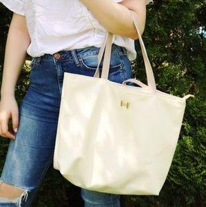Handbags - Super cute🌝 Shopper Tote🌝 in Soft Cream